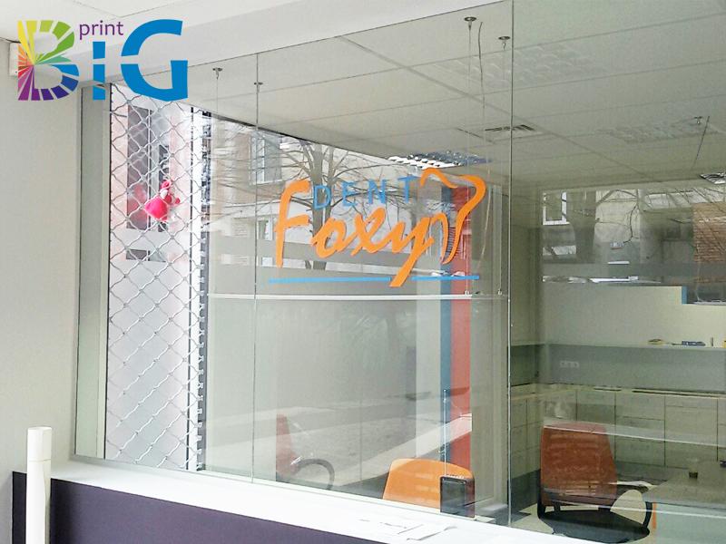 Стикери за витрина от рязано фолио www.bigprint.bg